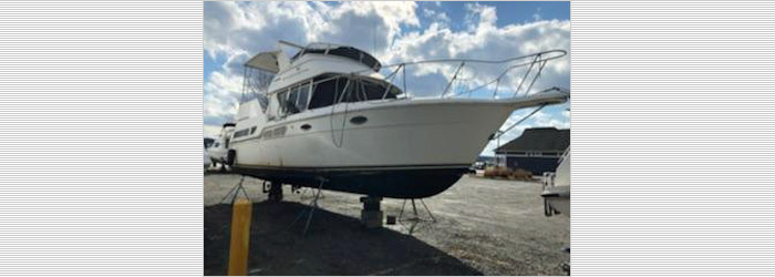 32' Carver 1997 - Insurance Salvage - Damaged Boat